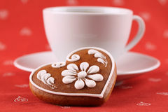 Gingerbread heart and coffee Royalty Free Stock Photography