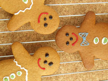 Gingerbread men cooling Royalty Free Stock Photos