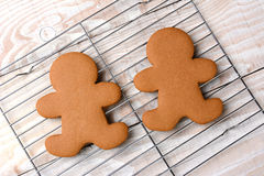 Gingerbread Men On Cooling Rack Royalty Free Stock Image