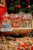 Gingerman-Plätzchen im Kasten Lizenzfreie Stockfotos