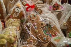 Gingerman-Plätzchen im Kasten Stockbilder