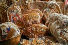 Gingerman-Plätzchen im Kasten Stockbild