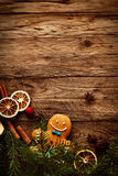 Gingerman-Plätzchen im Kasten Lizenzfreies Stockfoto