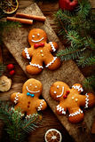 Gingermankoekjes in de doos Royalty-vrije Stock Foto