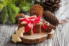 Gingermankoekjes in de doos Royalty-vrije Stock Afbeeldingen