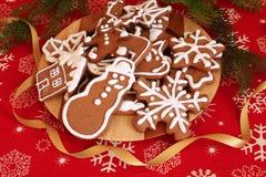 Gingermankoekjes in de doos Royalty-vrije Stock Foto's