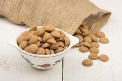 Gingernuts et cents de chocolat Photo stock