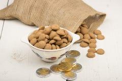 Gingernuts et cents de chocolat Images stock