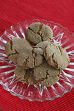 Gingersnaps on plate. Gingersnaps on glass plate with red placemat Royalty Free Stock Photos