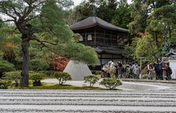 Ginkakuji świątynia z jesienią barwi w Kyoto, Japonia Zdjęcia Royalty Free