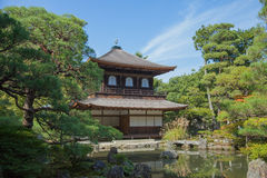 Ginkakuji (银色亭子)是沿京都的复活节的禅宗寺庙 免版税库存照片