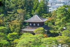 Ginkakuji (银色亭子)是沿京都的复活节的禅宗寺庙 图库摄影