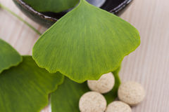 Ginkgo biloba leaves and pills Stock Photos