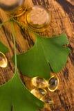 Ginkgo met etherische olie stock afbeelding