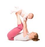 Ginnastica del bambino e della madre, esercizi di yoga isolati Fotografie Stock