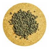 Ginseng oolong Tee auf einer Korken Brettisolierung Stockfotos