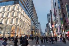 GINZA TOKIO, JAPONIA, GRUDZIEŃ,/- 22 2018: Noc widok Ginza okręg zdjęcie stock