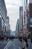 Ginza ulica w Tokio na chmurnym dniu obrazy stock
