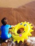 Giocando in acqua Immagini Stock Libere da Diritti