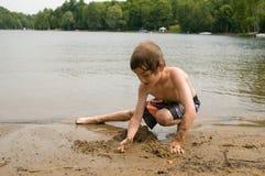 Giocando alla spiaggia Fotografia Stock Libera da Diritti