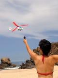 Giocando alla spiaggia Immagini Stock Libere da Diritti