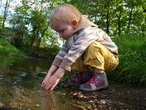 Giocando con acqua Fotografie Stock