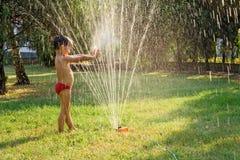 Giocando con acqua Fotografia Stock