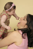 Giocando con il bambino Immagine Stock