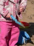 Giocando con la sabbia Immagine Stock