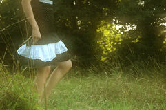 Giocando nel campo verde.   Fotografia Stock Libera da Diritti