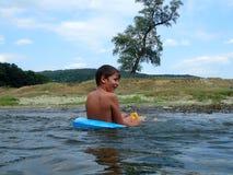 Giocando nell'acqua Fotografia Stock