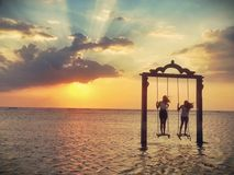 Giocando nell'ambito del tramonto Fotografie Stock
