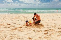 Giocando nella sabbia Immagine Stock Libera da Diritti