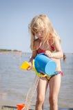 Giocando nella spiaggia Fotografia Stock