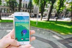 Giocando Pokemon vada gioco Fotografia Stock Libera da Diritti