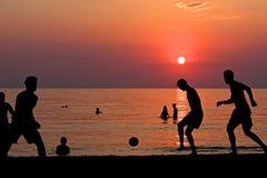 giocar a calcioe  Immagini Stock Libere da Diritti
