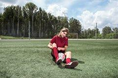 Giocar a calcioe della ragazza Fotografia Stock Libera da Diritti