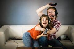 Giocare delle coppie del Gamer Fotografia Stock Libera da Diritti