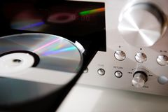 Giocatore del CD ad alta fedeltà di Digital audio con il vassoio di musica del compact disc Fotografie Stock Libere da Diritti