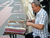 Giocatore del cimbalom della via, Bucarest, Romania immagine stock