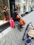 Giocatore del violoncello della via Fotografia Stock