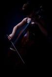 Giocatore del violoncello (violoncellista) fotografia stock