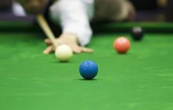 Giocatore dello snooker e della palla Fotografie Stock