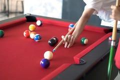 Giocatore dello snooker e della palla Fotografia Stock