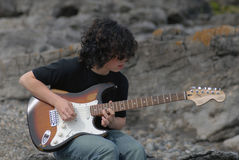 Giocatore di chitarra adolescente Immagine Stock Libera da Diritti