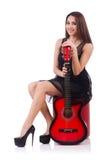 Giocatore di chitarra della donna isolato Fotografia Stock