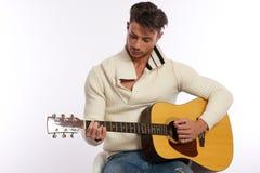 Giocatore di chitarra di sinistra Immagine Stock