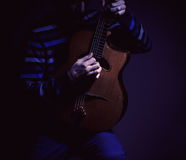 Giocatore di chitarra e chitarra dello zingaro immagine stock libera da diritti