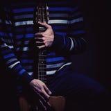 Giocatore di chitarra e chitarra dello zingaro fotografia stock libera da diritti