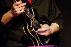 Giocatore di chitarra elettrica Immagini Stock